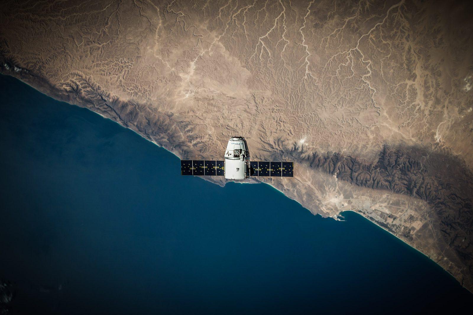 Les satellites naturels et artificiels